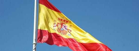 640px-Bandera_Nacional_de_España_(Pl._Colón,_Madrid)_01