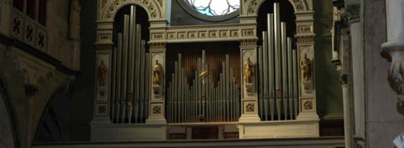 l'organo della collegiata di Arona foto presa da www.sonataorgani.it