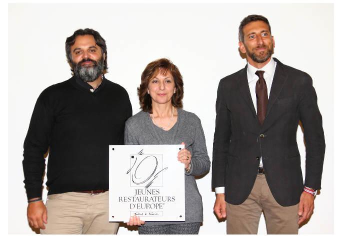 la Dirigente del Maggia di Stresa fra Marco Stabile (sinistra) attuale presidente il past president Andrea Sarri