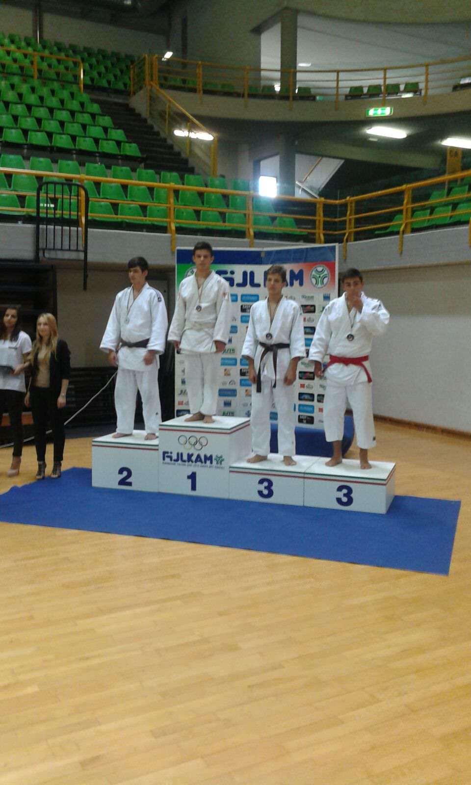 il podio con Filippo Bacchetta e il suo oro