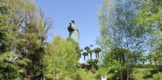 un paese a sei cordi nel parco del San Carlone Arona